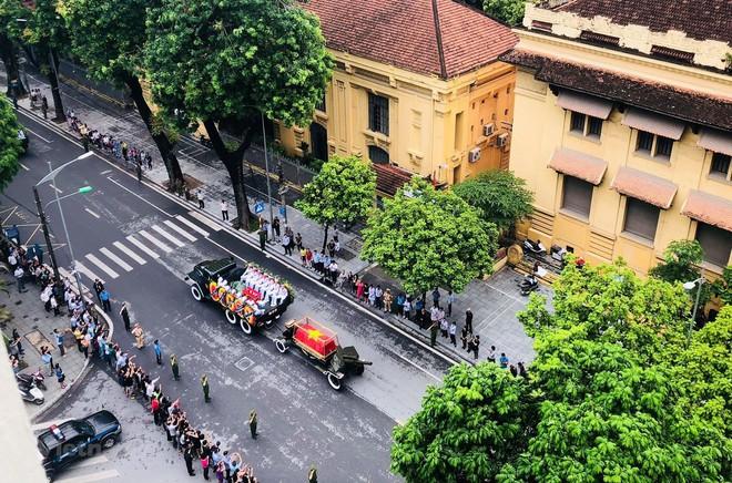 Xe tang đưa linh cữu Chủ tịch nước Trần Đại Quang về quê hương Ninh Bình - Ảnh 34.