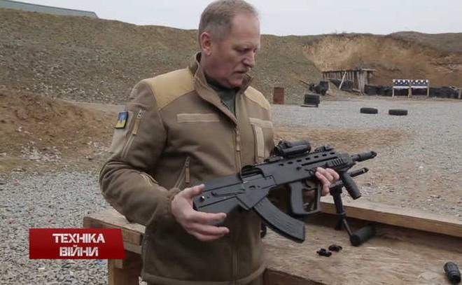Ukraine hiện đại hóa AK thành súng mới Malyuk: Có gì mới? - Ảnh 1.