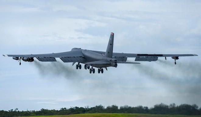 Ảnh: B-52 của Mỹ bay qua Biển Đông hai lần trong một tuần - ảnh 1