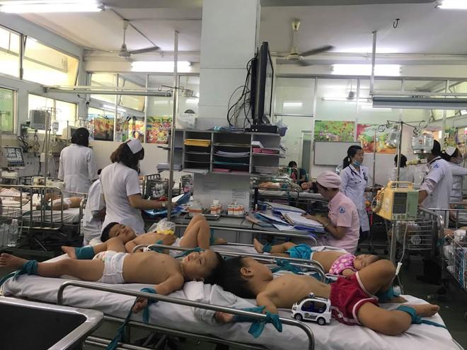 Trẻ bị tay chân miệng trở nặng vì chủng vi rút nguy hiểm tái xuất hiện - Ảnh 1.