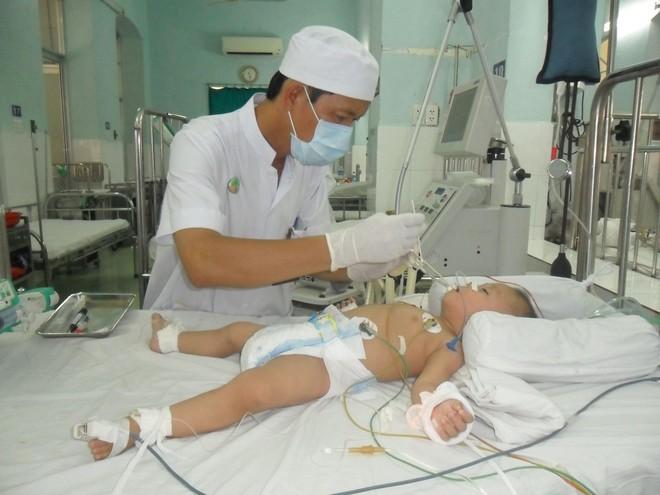 Trẻ bị tay chân miệng trở nặng vì chủng vi rút nguy hiểm tái xuất hiện - Ảnh 3.