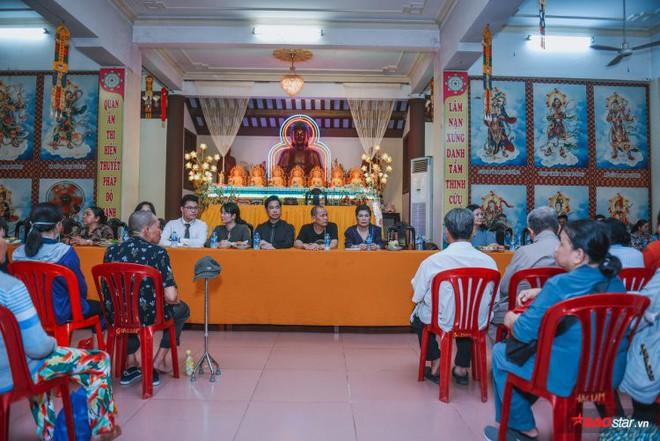 Ngọc Sơn lần đầu tổ chức lễ nhận con nuôi Duy Cường tại chùa - Ảnh 1.
