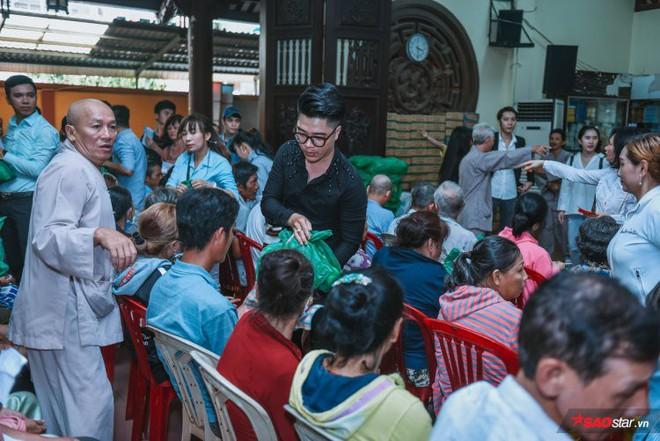 Ngọc Sơn lần đầu tổ chức lễ nhận con nuôi Duy Cường tại chùa - Ảnh 16.