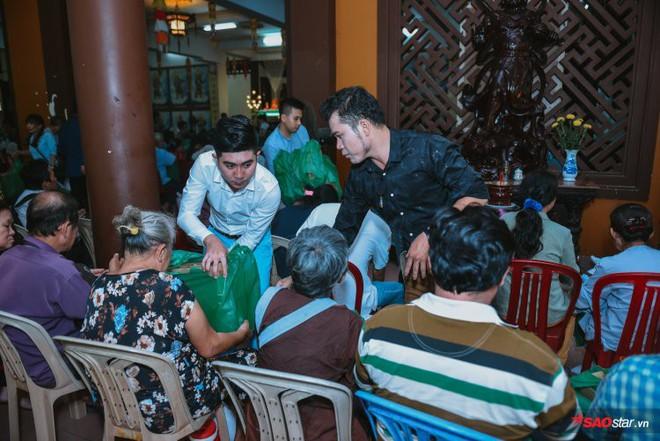 Ngọc Sơn lần đầu tổ chức lễ nhận con nuôi Duy Cường tại chùa - Ảnh 18.
