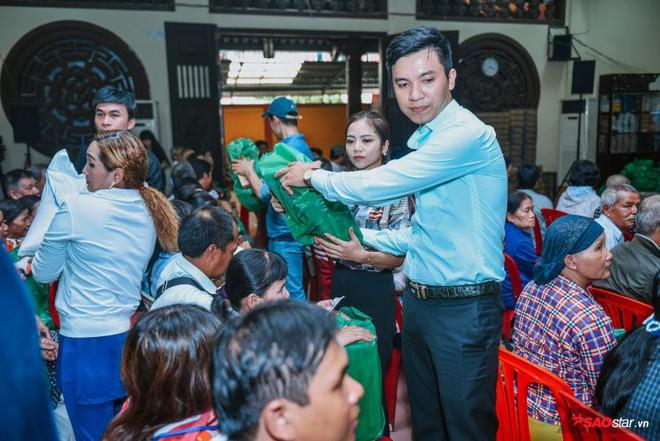 Ngọc Sơn lần đầu tổ chức lễ nhận con nuôi Duy Cường tại chùa - Ảnh 19.