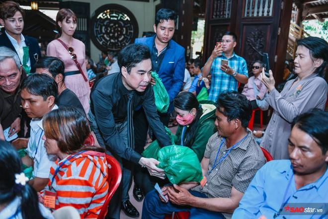 Ngọc Sơn lần đầu tổ chức lễ nhận con nuôi Duy Cường tại chùa - Ảnh 4.