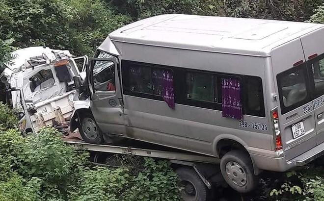 Xe cứu hộ chở ô tô 16 chỗ lao xuống vực, 2 người tử vong 1