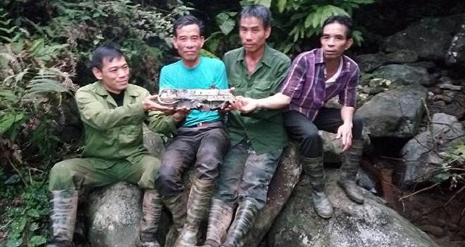 Bộ Quốc phòng: Hài cốt nghi của 2 phi công máy bay MIG-21U mất tích 47 năm trước nằm cách nhau 20m - Ảnh 1.