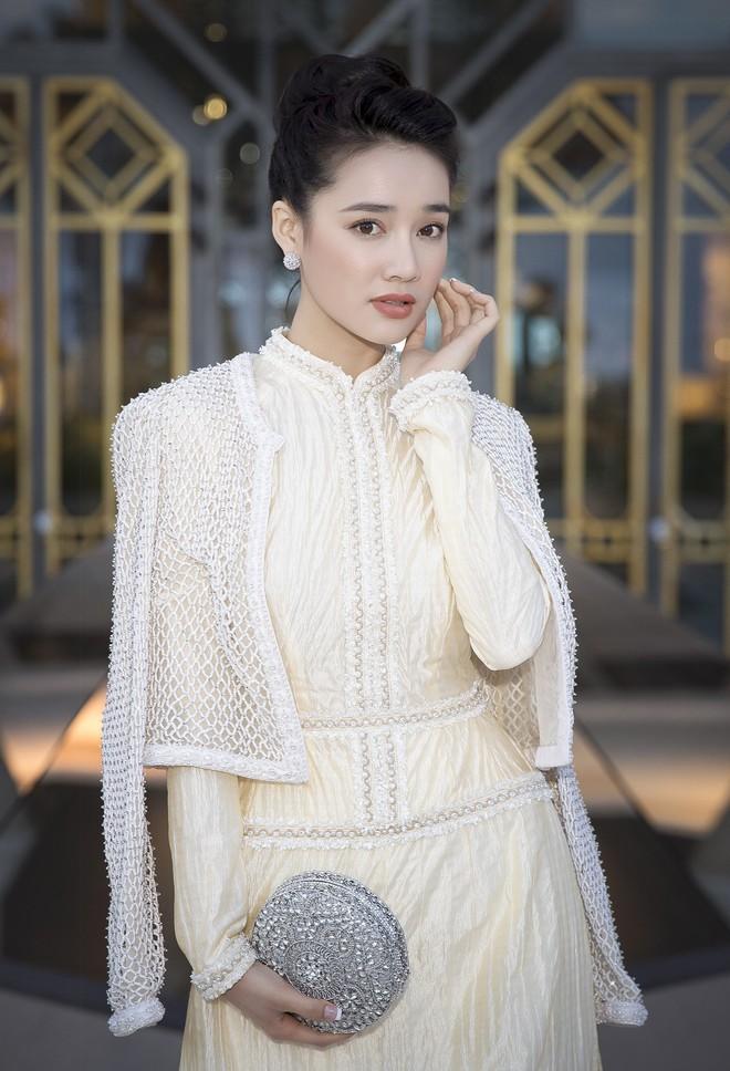 Hari Won - Nhã Phương: Vợ của 2 danh hài hot nhất showbiz Việt lại có 1 điểm chung nhan sắc mà không phải ai cũng biết - Ảnh 2.