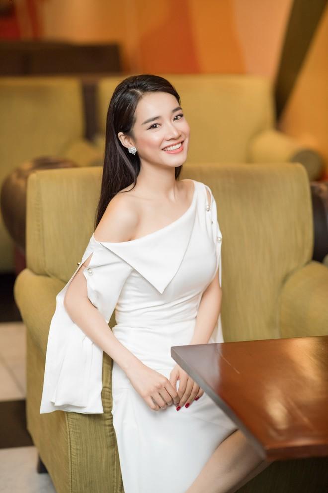 Hari Won - Nhã Phương: Vợ của 2 danh hài hot nhất showbiz Việt lại có 1 điểm chung nhan sắc mà không phải ai cũng biết - Ảnh 5.