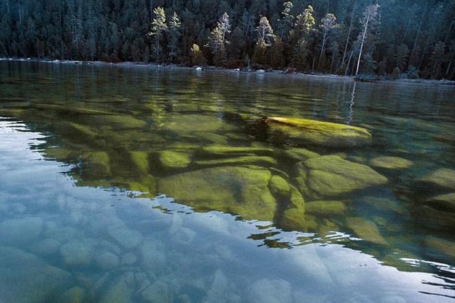 Ảnh: Vẻ đẹp mát lạnh, trong vắt của hồ Baikal ở Siberia (Nga) - Ảnh 1.