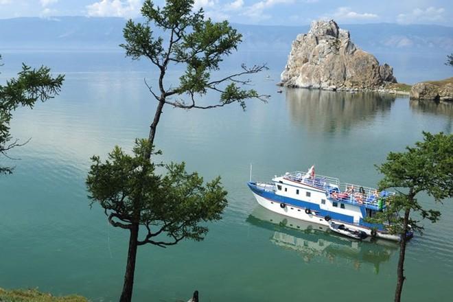 Ảnh: Vẻ đẹp mát lạnh, trong vắt của hồ Baikal ở Siberia (Nga) - Ảnh 3.