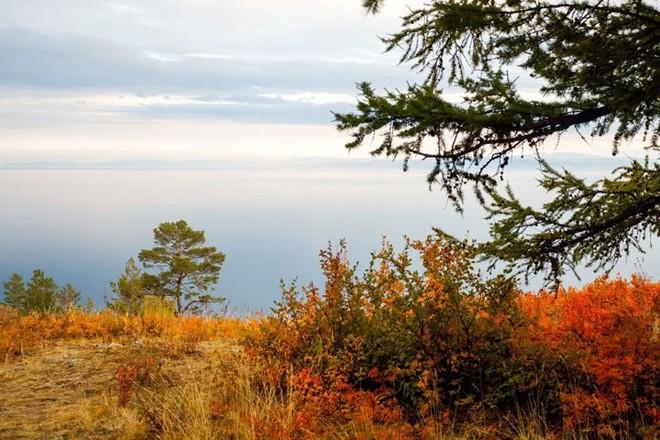 Ảnh: Vẻ đẹp mát lạnh, trong vắt của hồ Baikal ở Siberia (Nga) - Ảnh 4.