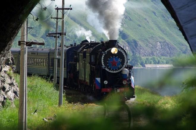 Ảnh: Vẻ đẹp mát lạnh, trong vắt của hồ Baikal ở Siberia (Nga) - Ảnh 5.