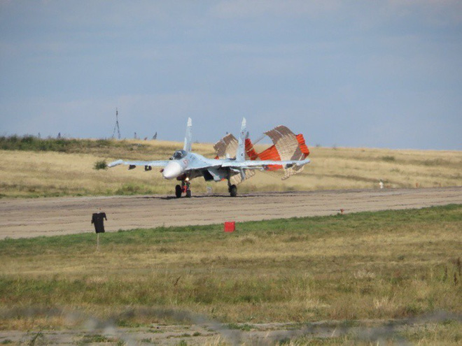 Cảnh tượng hiếm gặp tại sân bay thử nghiệm của Nga - ảnh 6