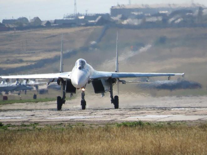 Cảnh tượng hiếm gặp tại sân bay thử nghiệm của Nga - ảnh 7