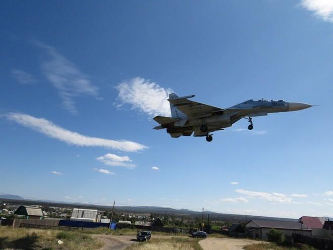 Cảnh tượng hiếm gặp tại sân bay thử nghiệm của Nga - ảnh 9
