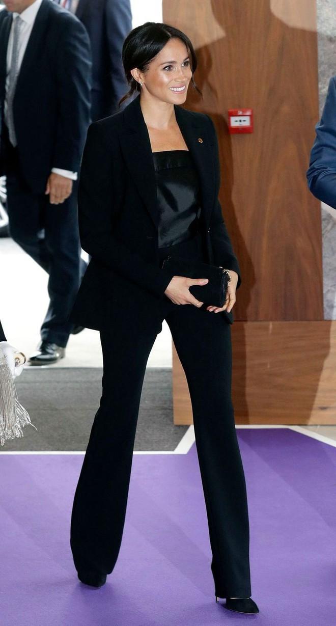 Công nương Meghan Markle vừa được bình chọn là người phụ nữ mặc đẹp nhất 2018 - Ảnh 2.