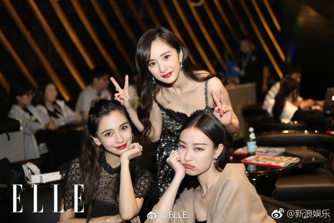 3 tiểu Hoa đán hàng đầu Cbiz Angela Baby - Dương Mịch - Nghê Ni chung 1 khung hình: Ai đẹp hơn ai? - Ảnh 2.