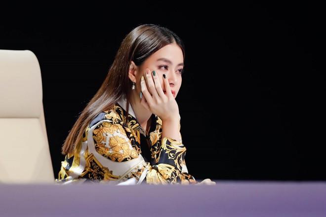 Hương Tràm đá xoáy Hoàng Thùy Linh không biết hát, chỉ như một stylist? - Ảnh 1.
