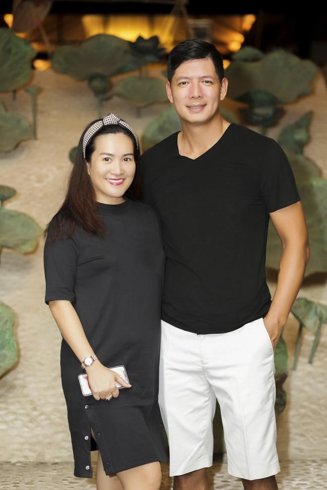 Vợ MC Bình Minh được khen trẻ, đẹp khi đọ sắc với Trương Ngọc Ánh - Ảnh 8.