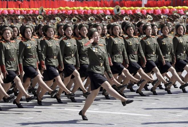 7 ngày qua ảnh: Đội nữ binh Triều Tiên xinh đẹp duyệt binh mừng Quốc khánh - Ảnh 2.