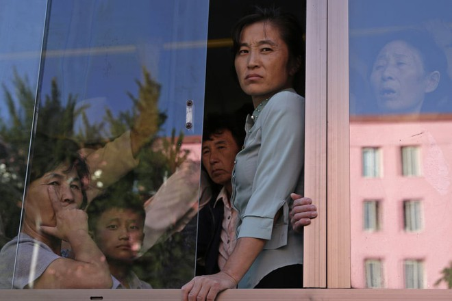 7 ngày qua ảnh: Đội nữ binh Triều Tiên xinh đẹp duyệt binh mừng Quốc khánh - Ảnh 9.