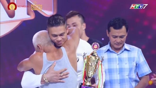 Cụ ông 62 tuổi khiến MC Quyền Linh phát ngượng, Ốc Thanh Vân suýt khóc - Ảnh 10.