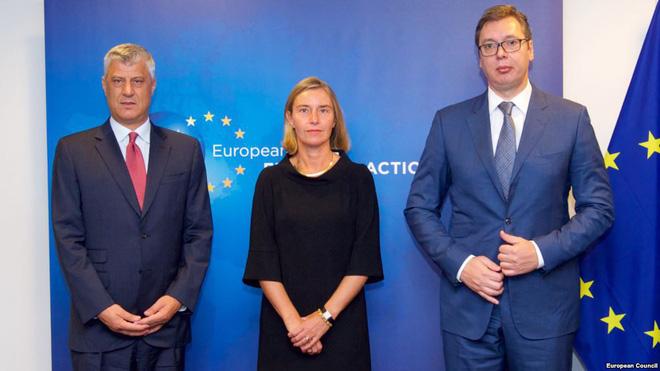 Ngán Nga, EU lạnh lùng chặn mối hòa hiếu đổi đất lấy hòa bình giữa Serbia và Kosovo - Ảnh 1.