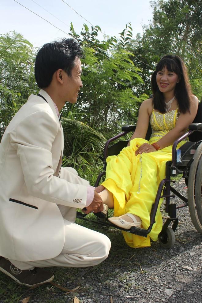 Cô gái ngồi xe lăn vẫn kiếm được chồng kém tới 4 tuổi, giành làm hết mọi việc nhà - ảnh 2