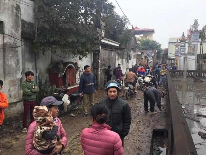 Hiện trường vụ nổ làm 2 người chết, 7 người bị thương, nhiều nhà dân bị tốc mái - Ảnh 12.