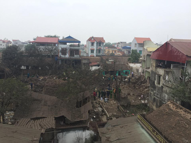 Nổ lớn tại cơ sở thu mua phế liệu ở Bắc Ninh, ít nhất 2 người chết, nhiều người bị vùi lấp - Ảnh 1.