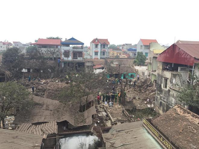 Hiện trường vụ nổ làm 2 người chết, 7 người bị thương, nhiều nhà dân bị tốc mái - Ảnh 14.