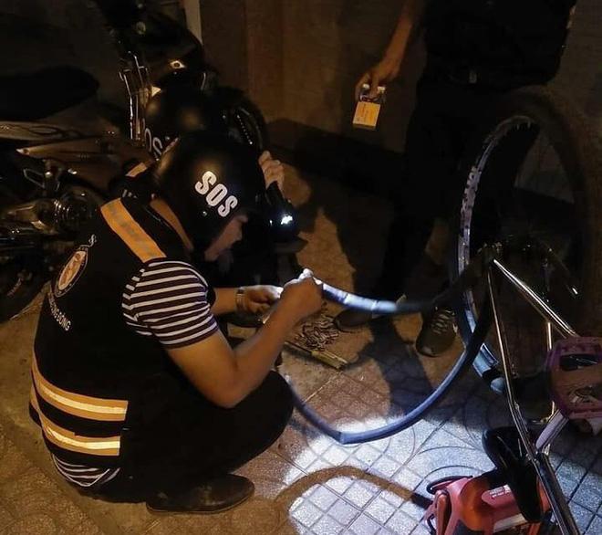Bị tố sàm sỡ phụ nữ, đội SOS vá xe miễn phí ở Sài Gòn nói xin đừng đặt điều không đúng  - Ảnh 1.
