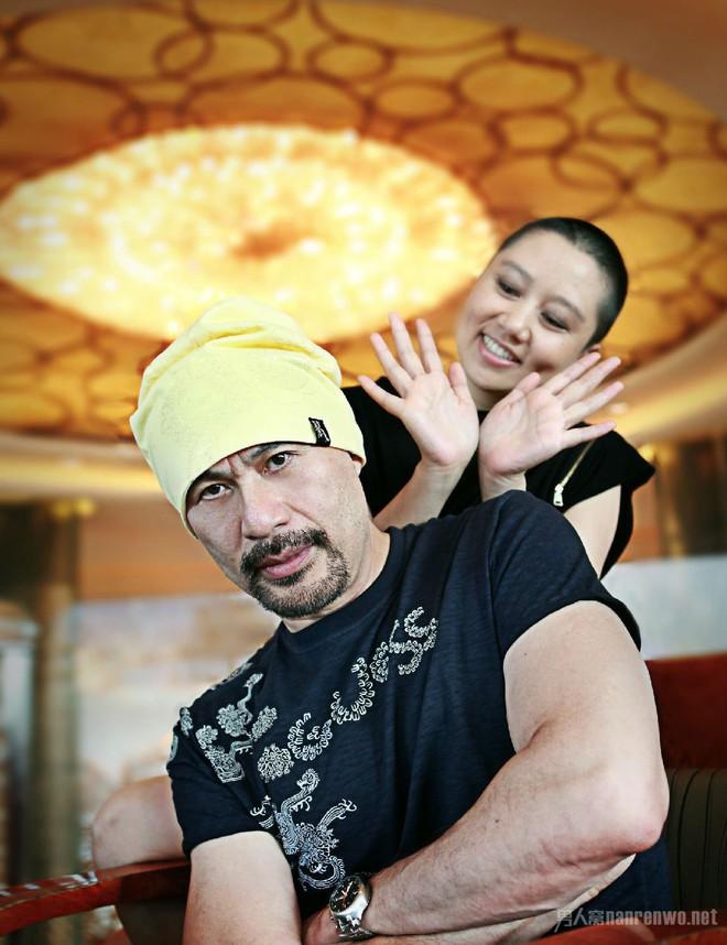 Chuyện tình như cổ tích và hành động khó tin của vợ ông vua phim cấp ba Hong Kong - Ảnh 5.