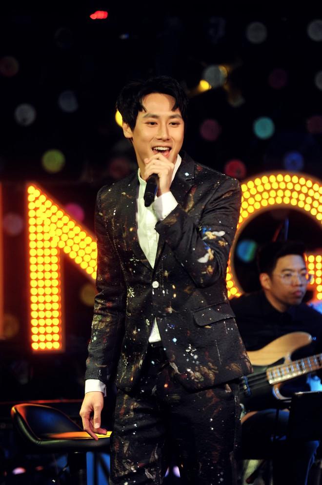 Rocker Nguyễn xúc động trước tình yêu của khán giả Hà Nội - Ảnh 4.