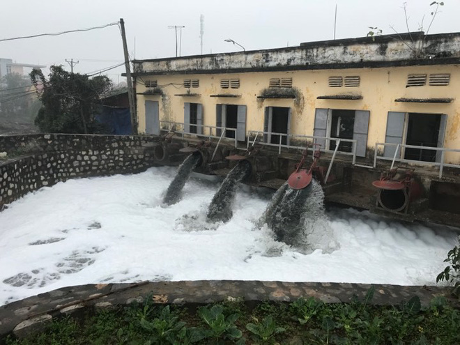 Dòng sông tuyết ở Hà Nam: Bọt trắng bay cả vào nhà - Ảnh 3.