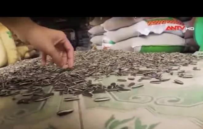 Hạt hướng dương Trung Quốc tràn ngập chợ Việt: Cảnh giác với hóa chất rang gây độc - Ảnh 1.