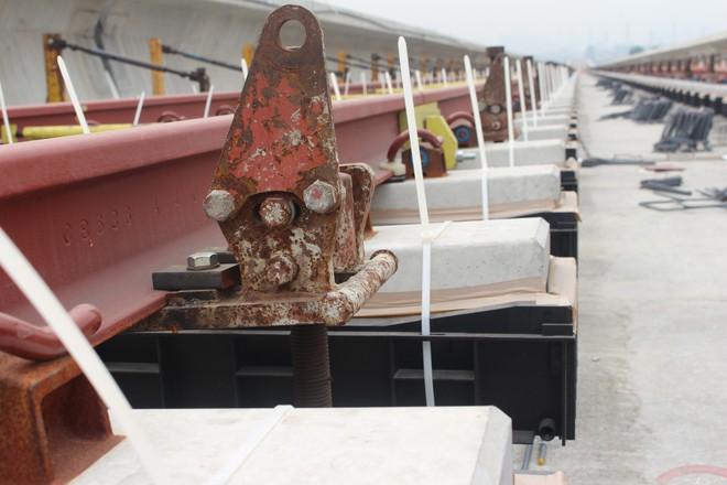 Cận cảnh 2km đường ray đầu tiên của tuyến metro trị giá 2,49 tỷ USD Bến Thành - Suối Tiên - Ảnh 7.