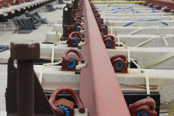 Cận cảnh 2km đường ray đầu tiên của tuyến metro trị giá 2,49 tỷ USD Bến Thành - Suối Tiên - Ảnh 4.