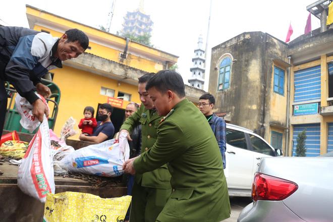 Vụ nổ ở Bắc Ninh: Đạn phủ kín đường làng, đã thu gom được 500kg đầu đạn - Ảnh 3.