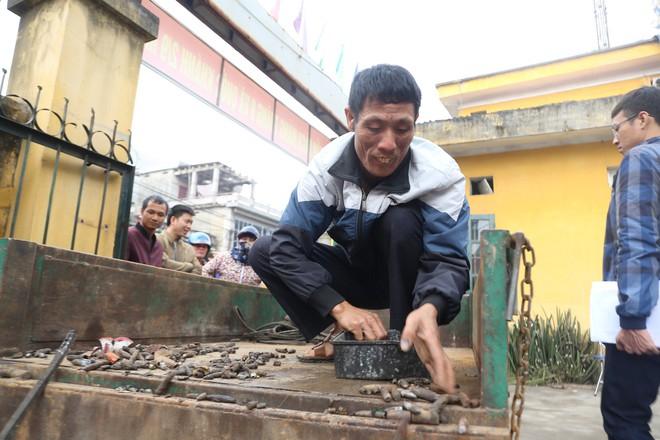 Vụ nổ ở Bắc Ninh: Đạn phủ kín đường làng, đã thu gom được 500kg đầu đạn - Ảnh 9.