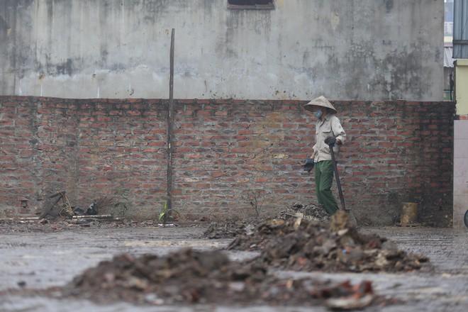 Vụ nổ ở Bắc Ninh: Sáng nay, công binh đã thu gom hơn 1 tấn đạn - Ảnh 7.