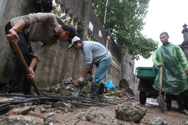 Vụ nổ ở Bắc Ninh: Sáng nay, công binh đã thu gom hơn 1 tấn đạn - Ảnh 1.