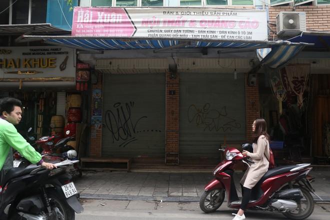 Phố phường Hà Nội bị bôi bẩn bởi vẽ graffiti như thế nào? - Ảnh 11.