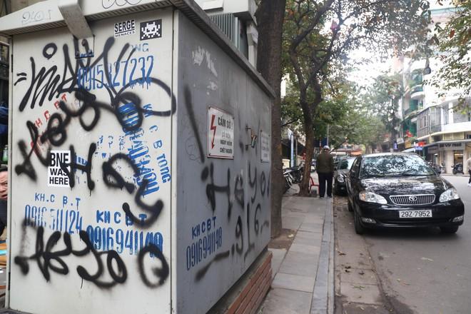 Phố phường Hà Nội bị bôi bẩn bởi vẽ graffiti như thế nào? - Ảnh 9.