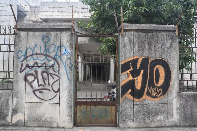Phố phường Hà Nội bị bôi bẩn bởi vẽ graffiti như thế nào? - Ảnh 3.