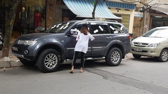 Chọn chỗ đỗ ô tô kiểu trêu ngươi, chủ xe nhận hình phạt nhìn qua cũng thấy ngán ngẩm - Ảnh 4.