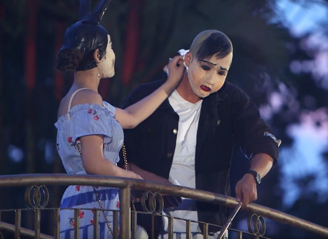 Hẹn hò kinh dị: Cô gái xinh đẹp khóc, xin lỗi chàng trai vì lời thề không yêu ca sĩ - Ảnh 10.
