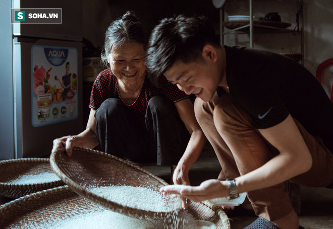 Con trai nấu bồ kết tự tay gội đầu cho mẹ, hình ảnh xúc động trong những ngày cuối năm - Ảnh 8.